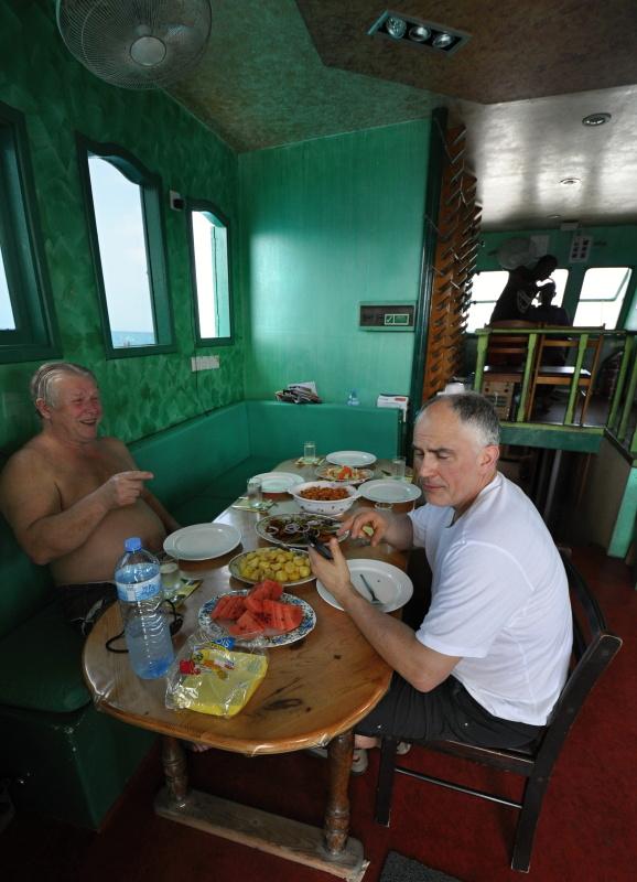 Oběd na lodi